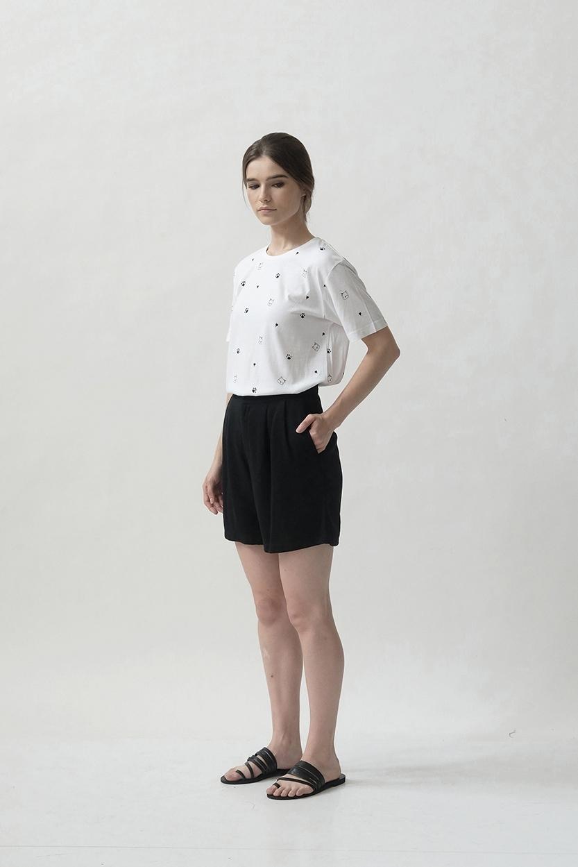 Picture of Kuro in White
