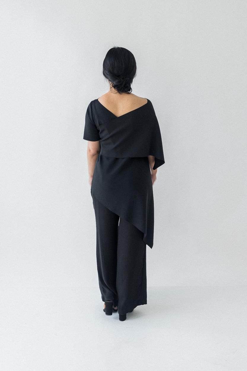 Picture of Este in Black