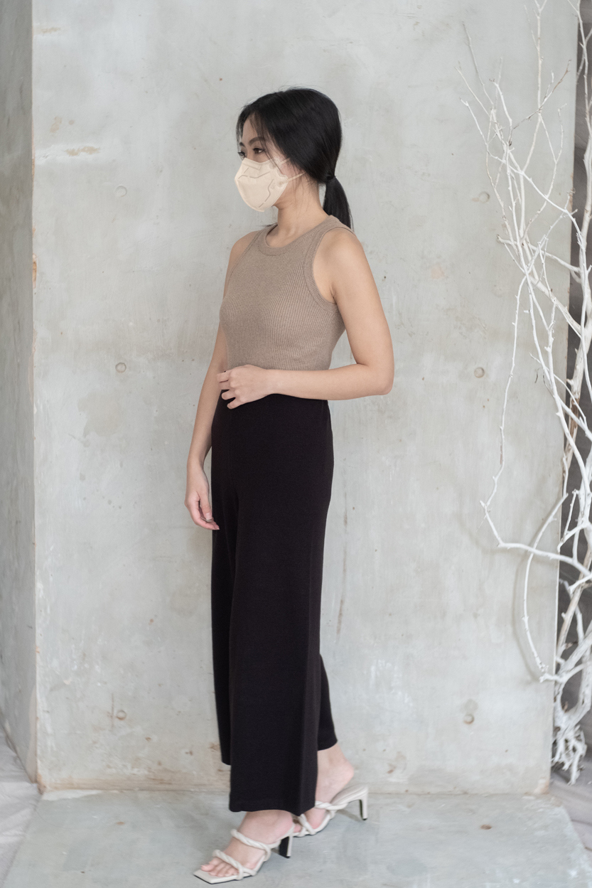 Picture of Eira in Brown